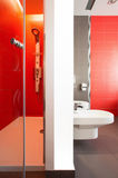 Luxurious red bathroom Royalty Free Stock Photos