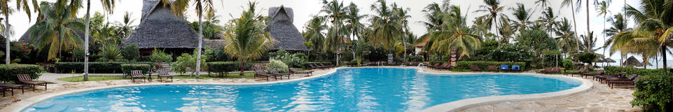 Luxurious swimming pool Royalty Free Stock Photo