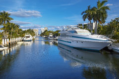 Luxurious yacht and waterfront homes in Fort. Lauderdale, Florida stock photography