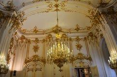 Luxuriously dekorerat rum i den Wien slotten Arkivfoton