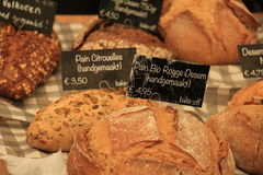 Luxury artisanal bread. At a market text on tags: product and price information in Dutch Stock Photos