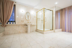Luxury bathroom in contemporary house Royalty Free Stock Photo
