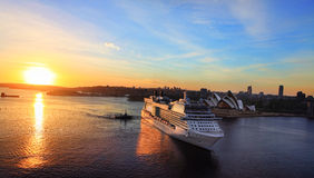 Luxury cruise liner arriving at Sydney Circular Quay Australia Stock Photos