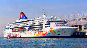 Luxury cruise ship in hong kong Royalty Free Stock Photos