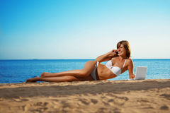 Free Luxury Girl Lies On The Beach With Laptop Stock Photo - 19263300