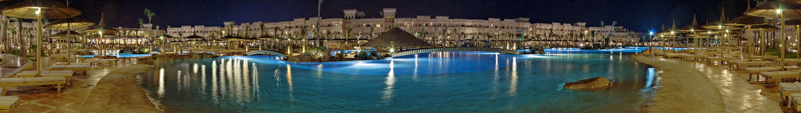 Luxury hotel at night Royalty Free Stock Photography