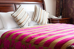 Luxury king size bed. Royalty Free Stock Images