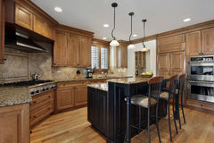 Luxury kitchen with granite island Royalty Free Stock Photos