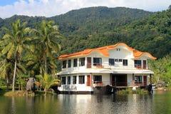 Luxury lake house Royalty Free Stock Photography