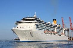 Luxury liner in marina Royalty Free Stock Images