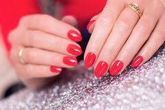 Free Luxury Manicure With Red Gel Polish On Nails Royalty Free Stock Images - 186613209