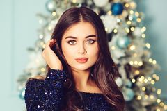 Free Luxury Smiling Woman. Christmas Party. Fashion Evening Makeup. Happy New Year Stock Image - 165749841