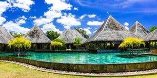 Luxury spa το έδαφος στο νησί του Μαυρίκιου με τα μπανγκαλόου και κολυμπά στοκ εικόνα