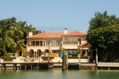 Luxury waterfront home Royalty Free Stock Photography