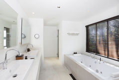 Luxury white bathroom Royalty Free Stock Images