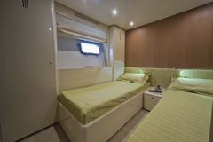 Luxury yacht Continental 80, guests bedroom Royalty Free Stock Photography