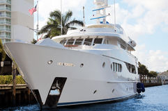Luxury yacht in front of hotel Stock Images