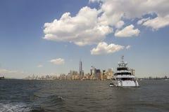 Luxury yacht and New York skyline Stock Photography