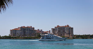 Luxury yatch sails past Fisher Island in Miami, Florida Royalty Free Stock Photos