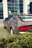 Luxus der Auto- und Bürofassade Stockfoto