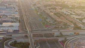 Luxus- Dubai-Jachthafenkanal mit dem F?hren von Booten und von Promenadennacht-timelapse, Dubai, Arabische Emirate stock footage