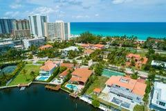 Luxus-Miami steuert Luftbild automatisch an stockfotografie