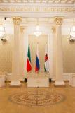 Luxus- und schöner touristischer Platz KASANS, RUSSLANDS - 16. Januar 2017, Rathaus - - Flaggen von, Tatarstan die Stadt Stockfoto