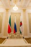 Luxus- und schöner touristischer Platz KASANS, RUSSLANDS - 16. Januar 2017, Rathaus - - Flaggen von, Tatarstan die Stadt, Abschlu Stockfoto