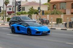 Luxusauto auf Dubai-Straßen, Dubai, Uniited-Araber-Emirate Stockfotografie