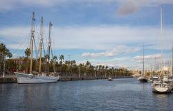 Luxusboote in Barcelona trägt Hafen zur Schau Lizenzfreies Stockbild