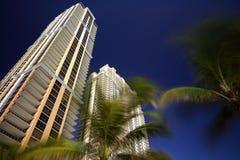Luxusgebäude auf einem blauen Himmel Stockfotos