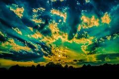 Luxushaus bei Sonnenuntergang Lizenzfreie Stockfotografie