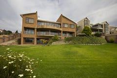 Luxushaus mit großem Garten Lizenzfreies Stockbild