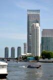 Luxushotel auf Fluss, Bangkok stockbilder