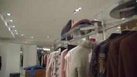 Luxuskleidungs-Speicher stock footage