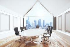 Luxuskonferenzsaal mit Schreibtisch und Stühle und großes Fenster lizenzfreie abbildung
