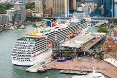 Luxuskreuzfahrtschiff Stockfotografie