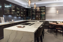 Luxusmarmorplatte-Küche Lizenzfreie Stockbilder
