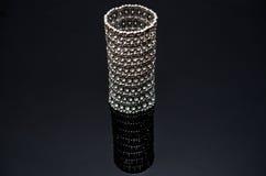 Luxusmodeperlenohrringe auf schwarzem Hintergrund Lizenzfreies Stockbild