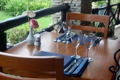 Luxuspatio-Tabellen-Weinprobe Lizenzfreie Stockbilder
