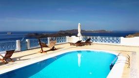 Luxuspool im Freien, Reise, Ferien, Entspannung, Hintergrund Stockfotos