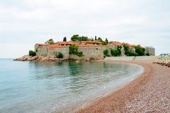 Luxussand-Strand nahe Insel und Erholungsort Sveti Stefan, Montenegro Balkan, adriatisches Meer, Europa Lizenzfreie Stockfotografie