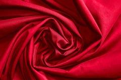 Luxusstoff- oder Kreisblumenwelle des abstrakten Hintergrundes oder gewellte Falten der roten Stoffbeschaffenheit Lizenzfreie Stockfotos
