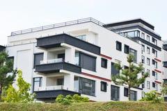 Luxuswohnanlage, moderne Architektur eines neuen Immobilienprojektes stockfotos