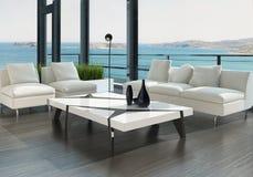 Luxuswohnzimmerinnenraum mit weißer Couch- und Meerblickansicht Lizenzfreies Stockbild