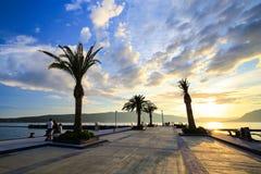 Luxusyachtjachthafen nannte Porto Montenegro bei Sonnenuntergang Stockfotografie