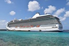 LuxuxKreuzschiff in den Karibischen Meeren Lizenzfreie Stockbilder