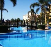 Luxuxlandhaus-Pool Stockfoto