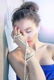 Luxuxmädchen und Perlen Stockbild