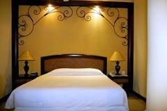 Luxuxrücksortierung-Hotel-Bett Stockbilder